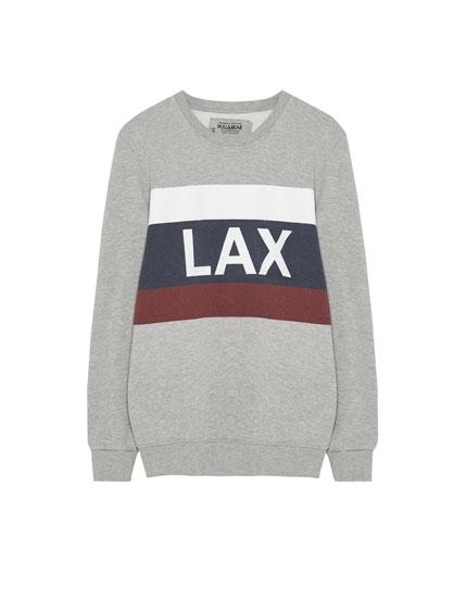 Sportisks džemperis ar uzrakstu un krāsu laukumiem