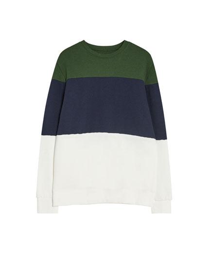 Sportisks džemperis ar krāsu laukumiem un apaļu kakla izgriezumu
