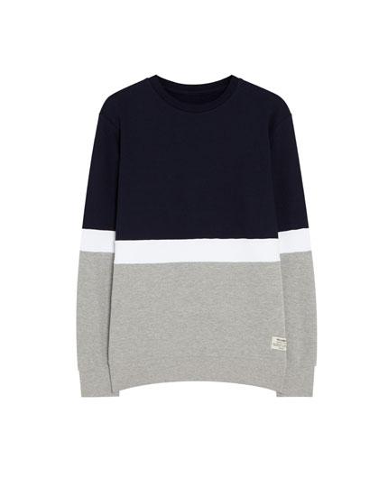 Sportisks džemperis ar kontrastējošiem krāsu laukumiem