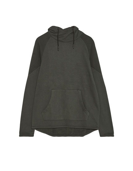 Sweatshirt with wraparound collar