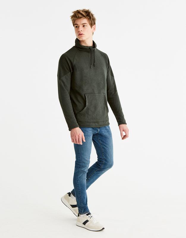 Sweatshirt with wraparound collar