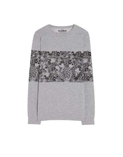 Sweatshirt met panels met doodskopjes.