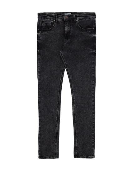 Super Skinny-Fit Jeans in Schwarz