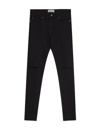 Superskinny-Jeans mit Rissen an den Knien