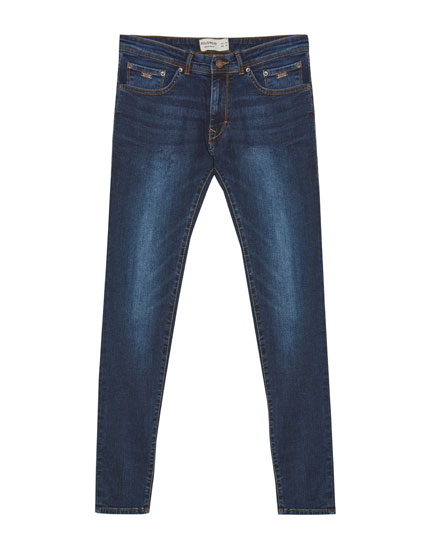 Jeans skinny fit con lavado azul oscuro