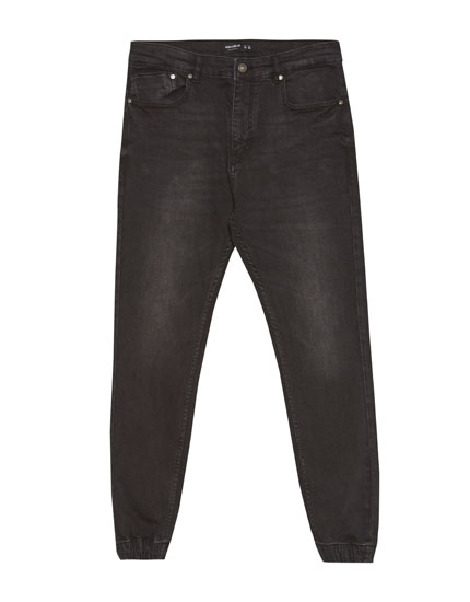 Jeans carrot fit tipo jogger negro