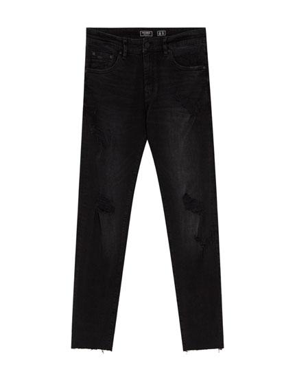 Schwarze Skinny-Fit-Jeans mit Rissen