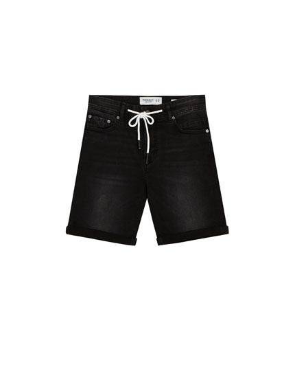 Schwarze Jeans-Bermudashorts im Skinny-Fit