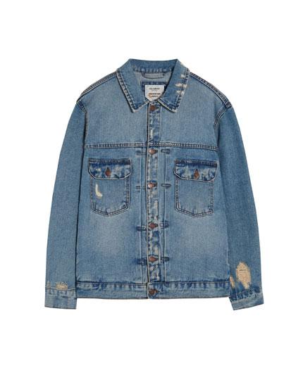 Oversize-Jeansjacke mit Rissen