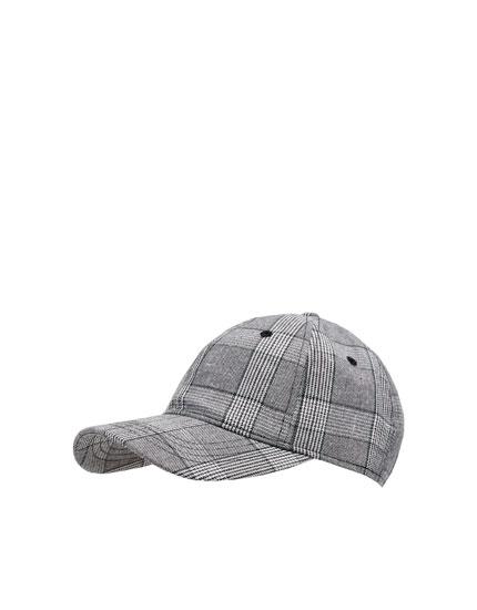 Gorra de cuadros grises