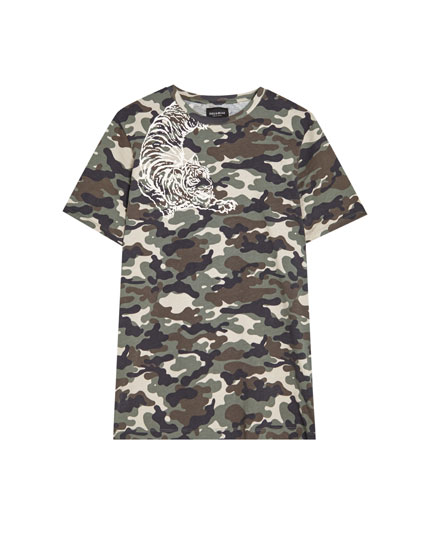 Camouflage T-shirt with design