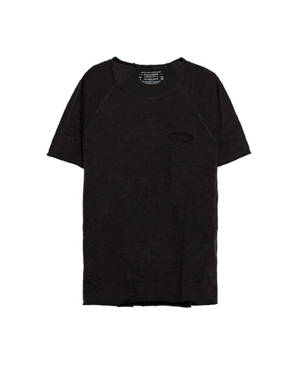 Raglan sleeve t-shirt with pocket