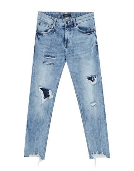 Skinny-Fit Jeans mit Rissen