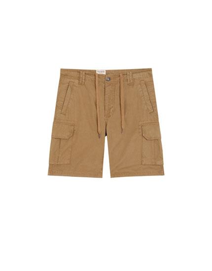 Bermuda básica con bolsillos laterales
