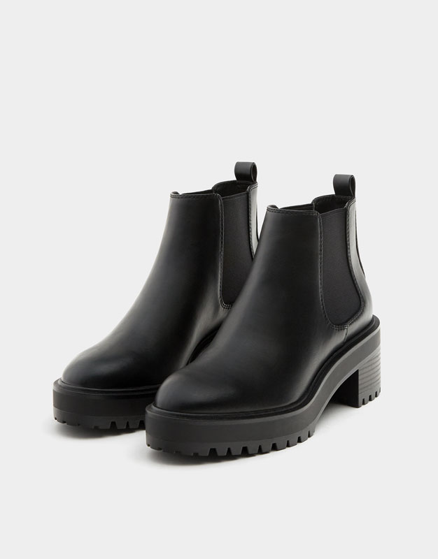 Elastic Chelsea ankle boots