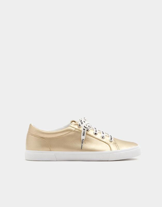 Sneaker metallizzata lacci con messaggio pullandbear beige Primavera