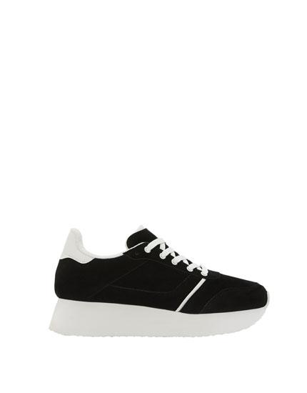 Pantofi sport negri cu platformă.