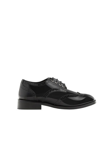 Lace-up derby shoes with broguing detail