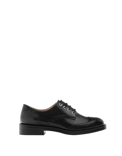 Lace-up bluchers with broguing