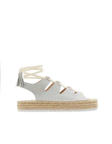 Sandale de iută cu șireturi