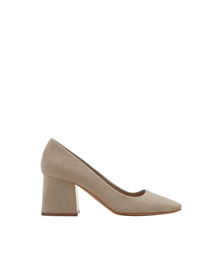 Grey mid-heel shoes