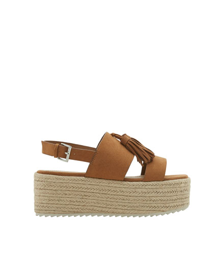 Jute wedges with tassels
