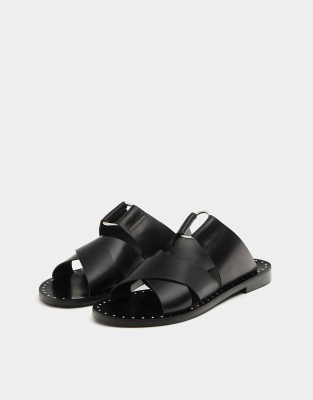 Sandalia negra piel cruzada