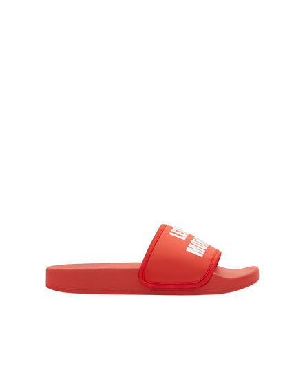 Red vamp sandals with slogan