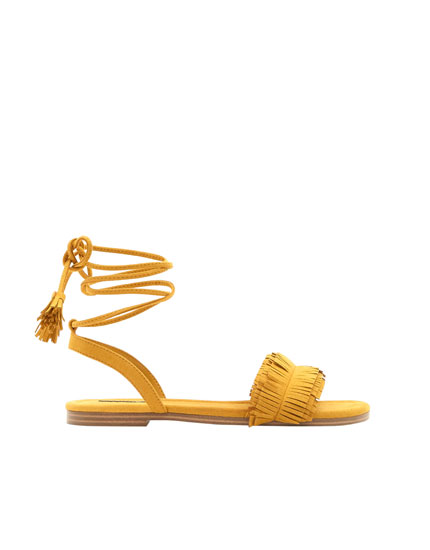 Vamp sandals with fringe