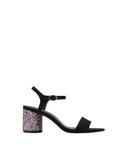 Sandalo con tacco glitter