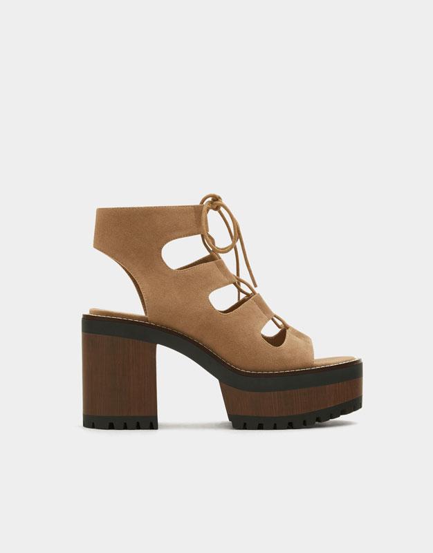 Sandalias con plataforma plana en colour block de Pull&Bear RmuIgR