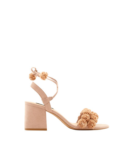 High-heel sandals with pompoms