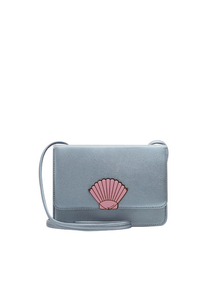 Crossbody bag with seashell detail