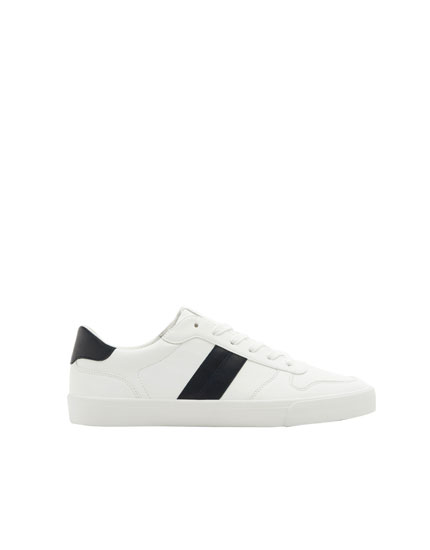 Sneakers with side stripe