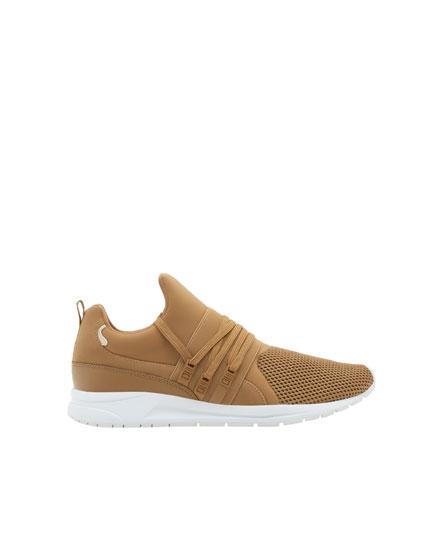 Sandfarbene Sneaker im gewellten Design