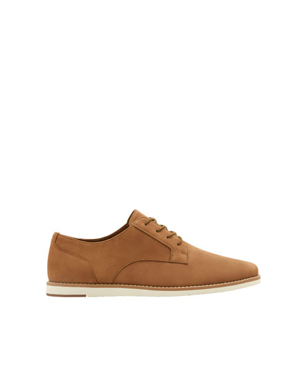Slim brown shoes with welt detail