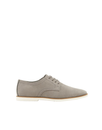 Slim embossed shoes