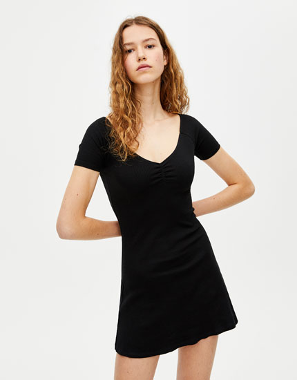 Short dress with gathering on the chest