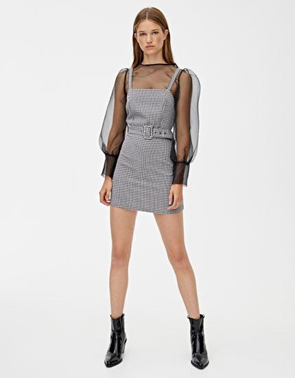 Μίνι φόρεμα με ίσιο ντεκολτέ και ζώνη