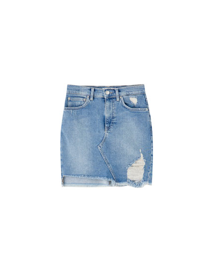 Denim mini skirt with frayed hem