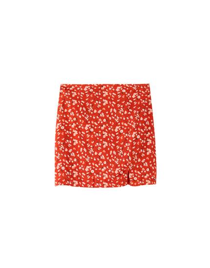 Spódnica mini w kwiaty z rozcięciem