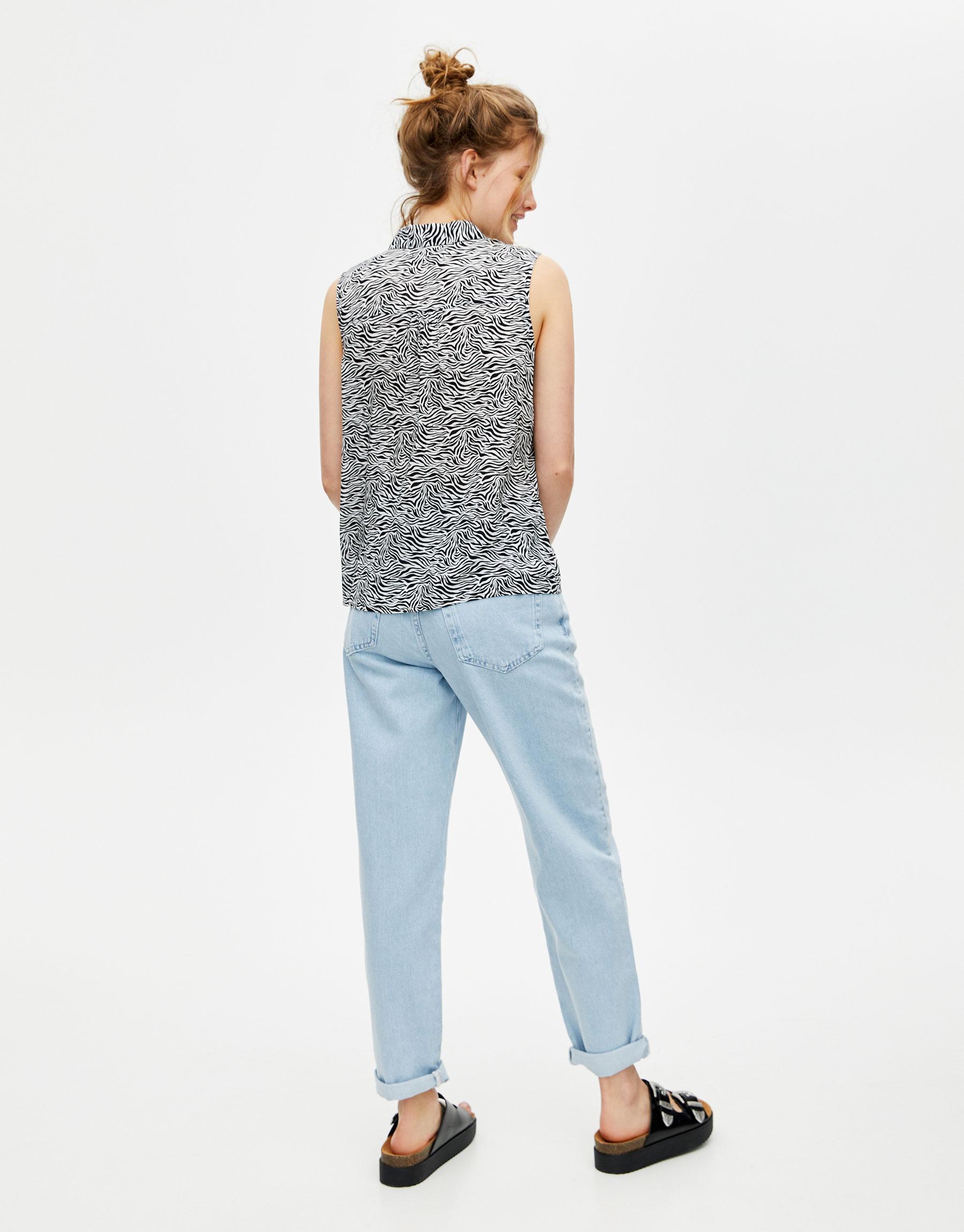 5606f6158b15 Modalite - Pullbear Printed sleeveless shirt