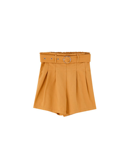 Bermudas with round buckle belt
