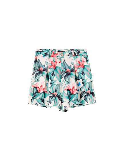 Hawaiian floral print Bermuda shorts
