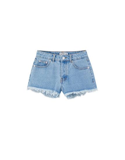 Jeansshorts mit halbhohem Bund