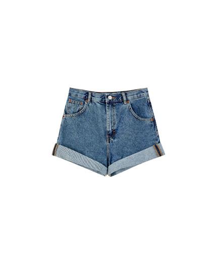 Jeans-Shorts mit Umschlag am Saum