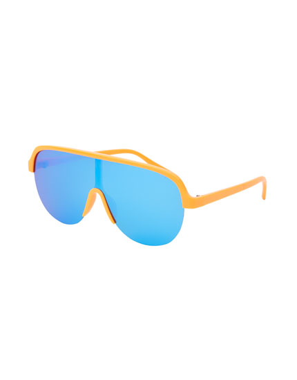 Ski sunglasses with coloured lenses