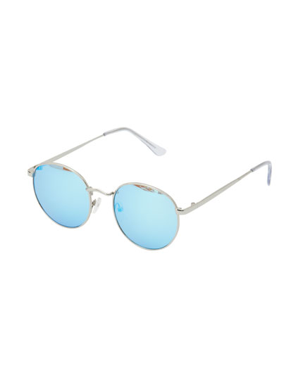 Round sunglasses with blue lenses