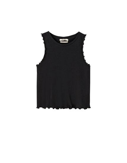 Basic t-shirt med flossede ærmer