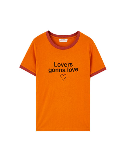 Μπλούζα με κείμενο και ριπ σε άλλο χρώμα
